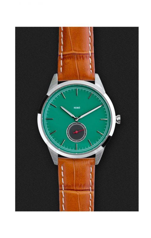 klocka med grön urtavla